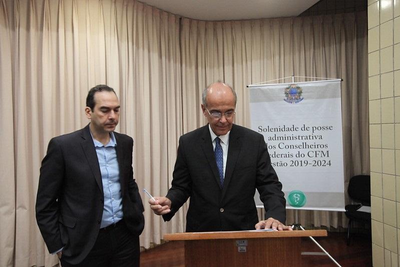 MEDNEWS Mauro Ribeiro é eleito presidente do CFM e defende valorização dos médicos e da Medicina