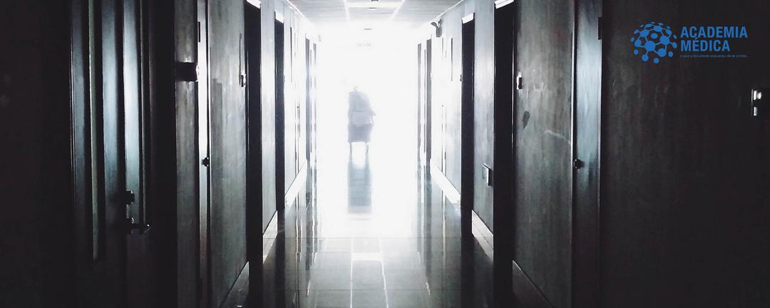 Um minuto de silêncio pelo ensino médico
