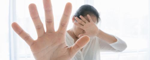 O que o médico deve fazer em casos de violência contra a mulher?