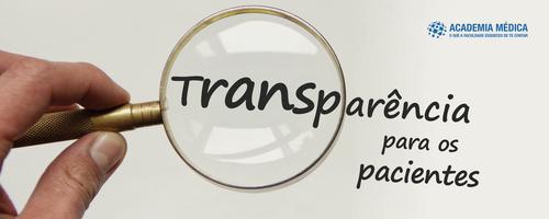 Qual é a importância da transparência nas informações para os pacientes?